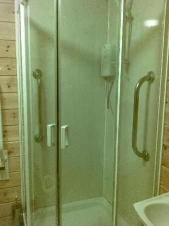 Killin Highland Lodges: the shower