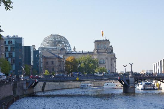View of reichstag from river bild von plenarbereich for 22 river terrace building link