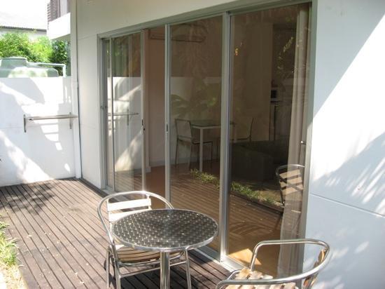 Studio 99 Serviced Apartments: ground floor garden studio 99