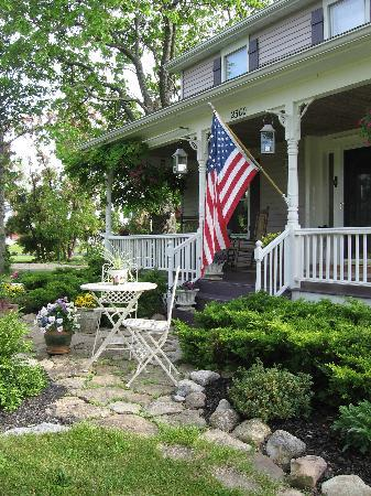 The Bella Ella Bed & Breakfast: Relaxing in a rocker on the porch