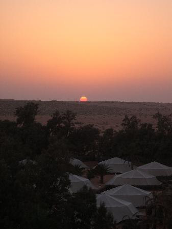 Camp Yadis Ksar Guilane: tramonto sul deserto