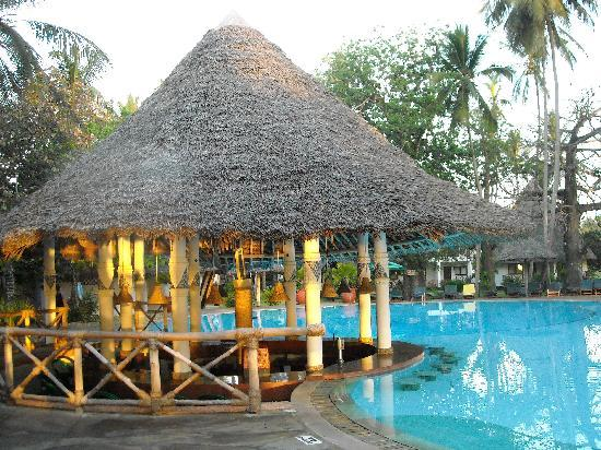 Galu Beach, Kenya: piscina resort