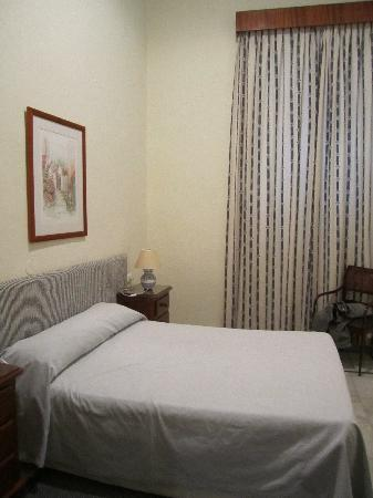 Simon Hotel: room