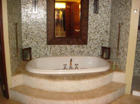 Sandals Grande St. Lucian Spa U0026 Beach Resort: Biggest Bathtub Ever