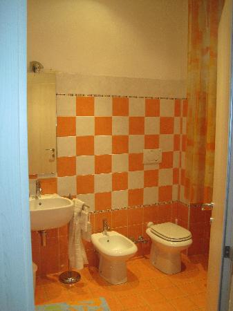B & B Al Castello: Bagno camera