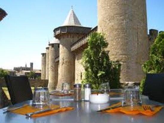 Restaurant Adelaide: Vue unique sur le Chateau Comtal