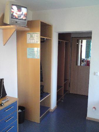 Sportschule u. Bildungsstatte : Zimmer