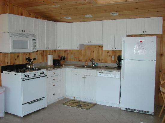 New Harbor View Cottages: Kitchen of Cottage #1