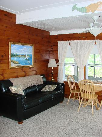 New Harbor View Cottages: Cottage #12 - Living room
