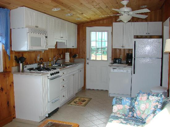 ‪‪New Harbor View Cottages‬: Cottage #11 - Kitchen‬