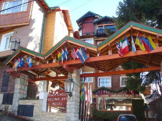 Ruca Cheli Village Ski Hotel: frente del hotel Ruca Cheli