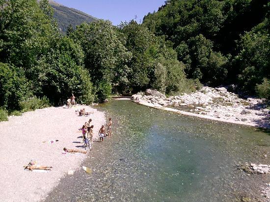 Ormea, Italie : una spiaggetta presso al pollicino