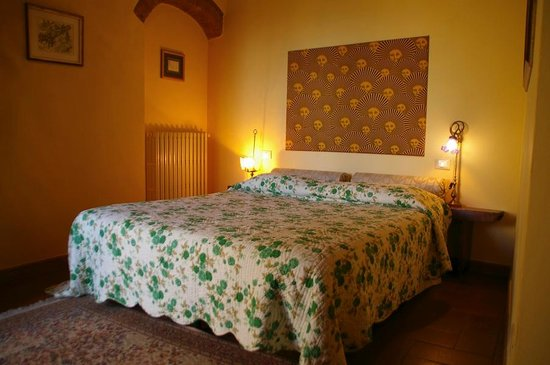 Hotel Antica Torre: Bedroom in Torre Antica Holiday Homes in Tuscany