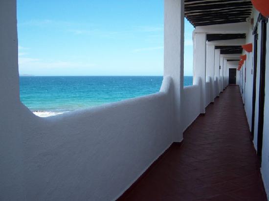 Pueblo Caribe Hotel: pasillo