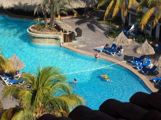 Pueblo Caribe Hotel: vista a la picina desde la habitacion