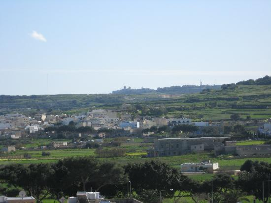 Coral Hotel : Different view fron the balcony - across the countryside to Mdina