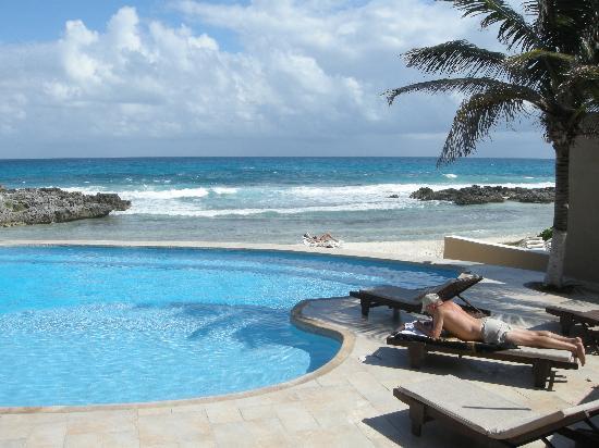 Playa La Media Luna Hotel Pool Towards Beach