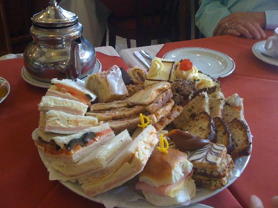 Las Violetas : full tea sandwiches & cakes (enough for 4)