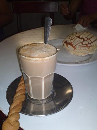 Gran Cafe La Parroquia: Lechero con canilla