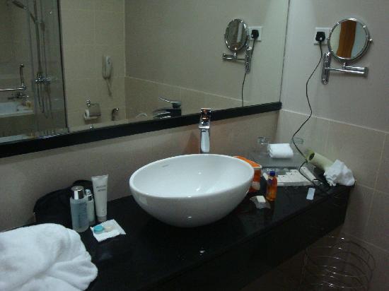 The Zenith Hotel, Kuantan: Sink in toilet
