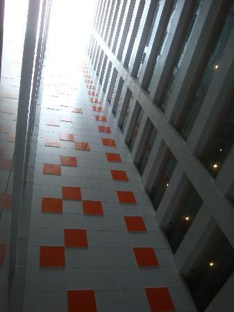 The Zenith Hotel, Kuantan: Atrium lobby in the Hotel tower