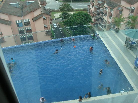 The Zenith Hotel, Kuantan: Infinity swimming pool @ Level 4