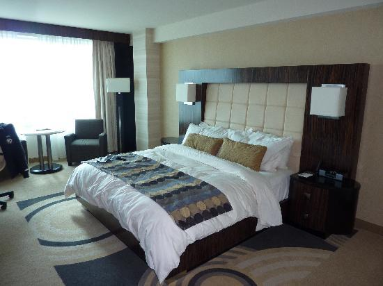 MotorCity Casino Hotel: Deluxe King Room - Base room