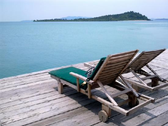 Telunas Beach Resort: The Front Deck, Telunas