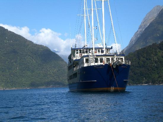 Milford Sound Scenic Cruises - Real Journeys: Milford Mariner