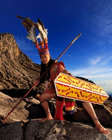 Amazing Borneo Tours: A Warrior at the peak of Mount Kinabalu
