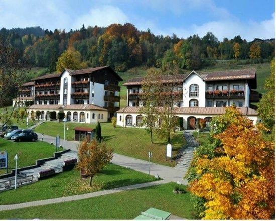 Mondi-Holiday Alpenblickhotel Oberstaufen: Blick in die Hotelanlage