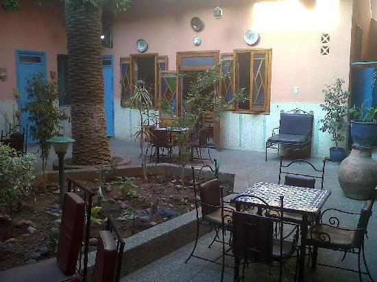 Toulousain Hotel: garden breakfast lounge