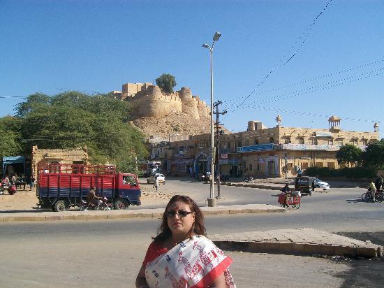 Hotel Neeraj: In front of hotel