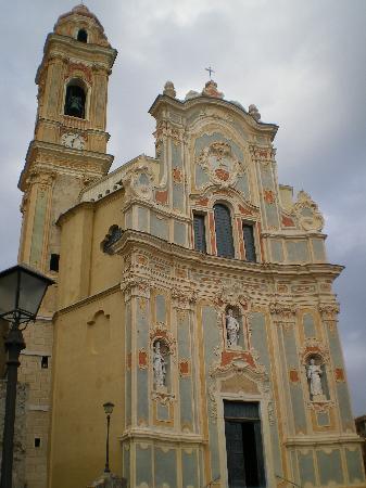 Cervo, Italien: Facciata della Cattedrale di S. Giovanni Battista