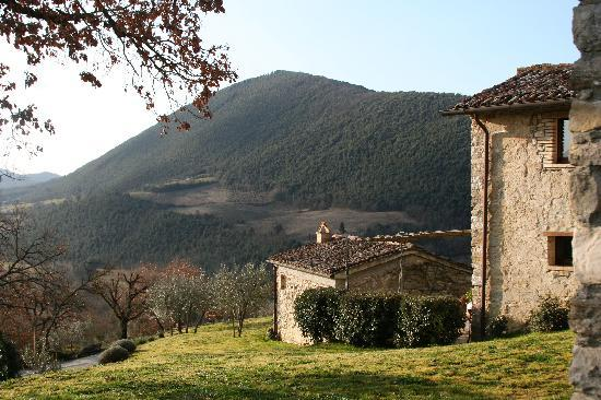 Casa San Gabriel: view from Il Fienile