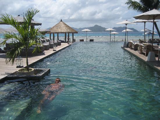 Le Domaine de L'Orangeraie: piscine à débordement