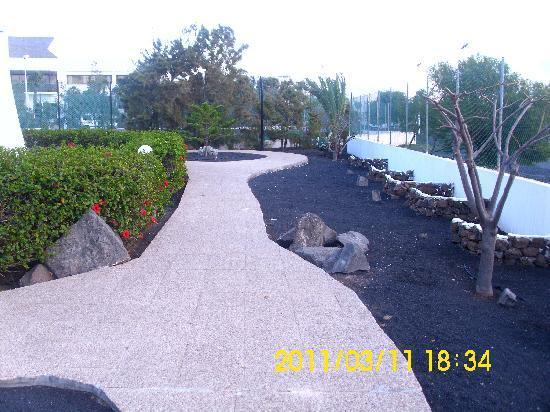 Hotel Club Siroco: pathways around the grounds