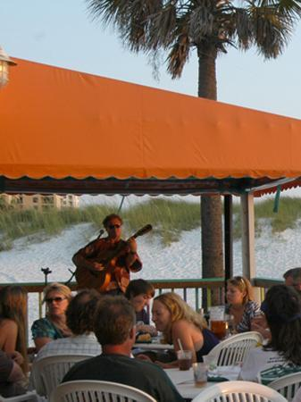 Palm Pavilion Inn : Local musicians perform live on the deck at grill and bar.