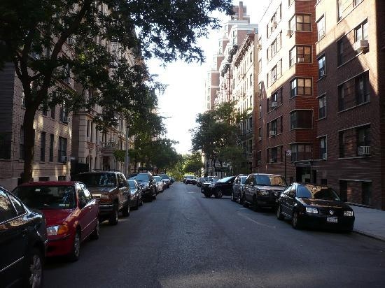 Hotel Alexander: la rue de l'hotel , il est à gauche