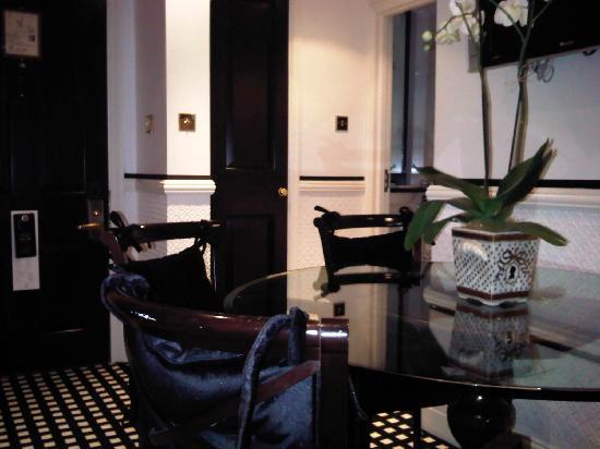 Hotel 41: Suite 4128