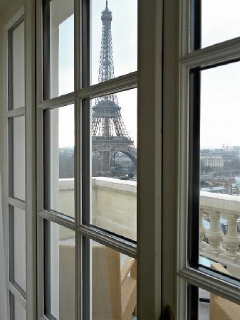 Shangri-La Hotel Paris : View through the window of my suite