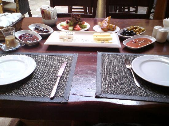 Otantik Butik Otel: breakfast