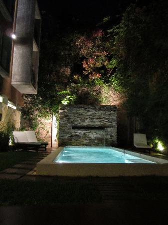 Mine Hotel Boutique: Pool at night