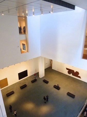 The Museum of Modern Art (MoMA): Lichthof im Inneren
