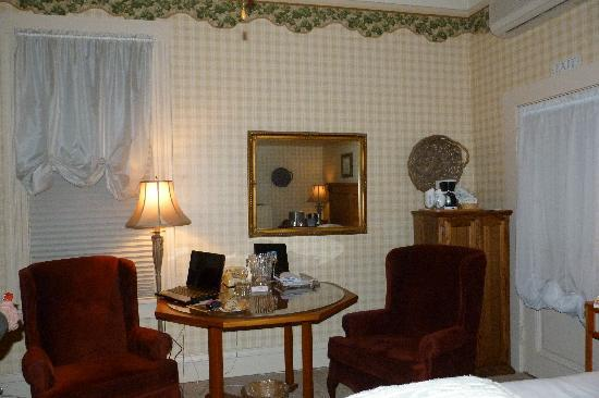 Bradford Place Inn and Gardens: high speed internet available also