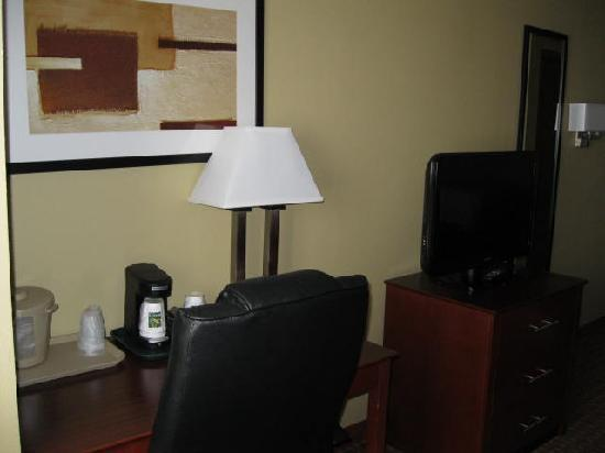 Quality Inn and Suites Davenport: More of the room