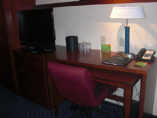 Courtyard Jacksonville Flagler Center: room