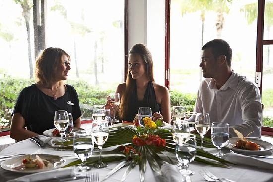 Club Med Turkoise, Turks & Caicos: Have some delicious food with friends!