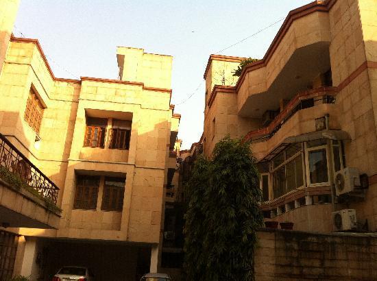 Sham Nath Villa: outside
