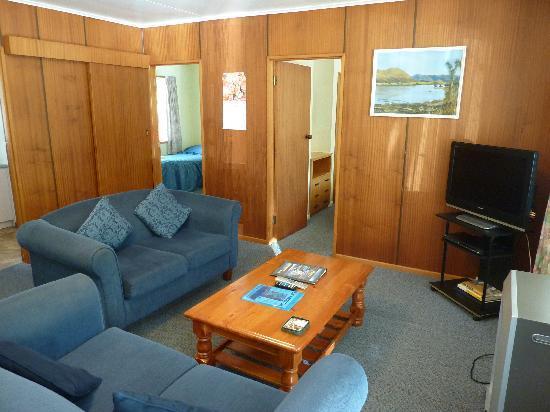 Archway Motels : Notre séjour-salon - vue 1